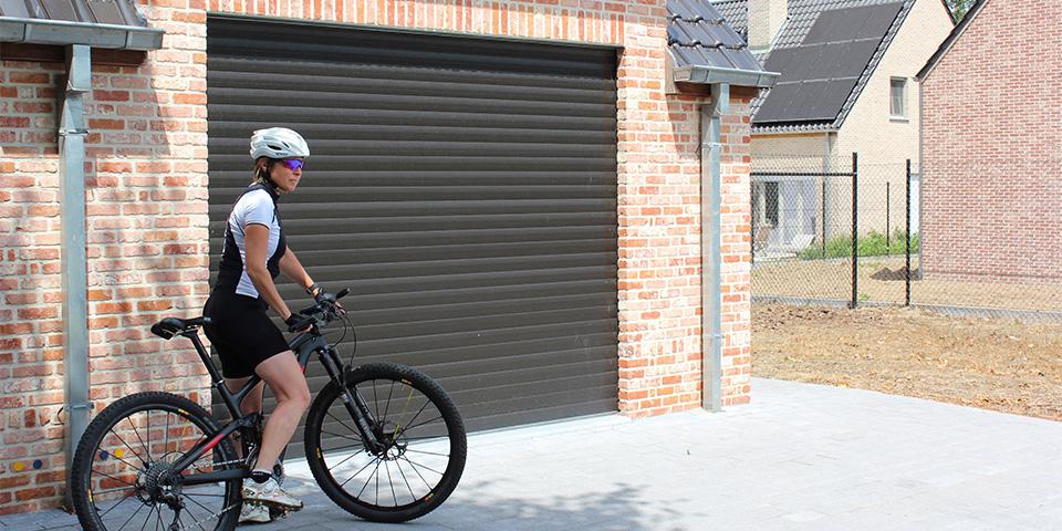 thema-garagedeuren-building-shutter-systems-rolpoort-kopieren