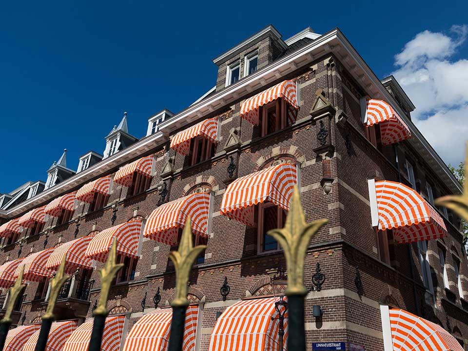 manor-hotel-1